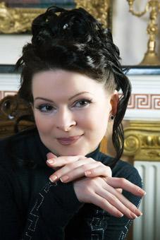 Femme russe parlant francais